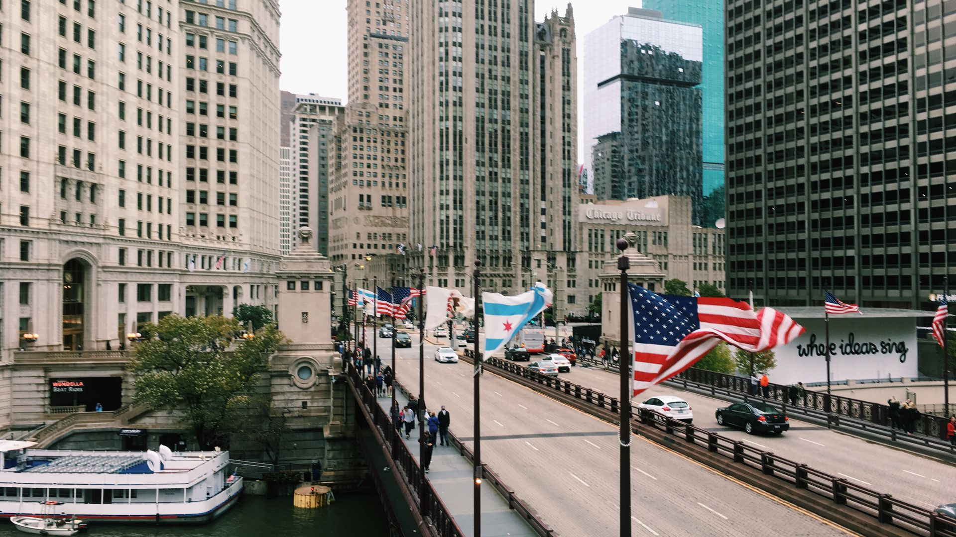 Skydeck Chicago at Willis Tower: Admission Ticket & Walking Audio Tour